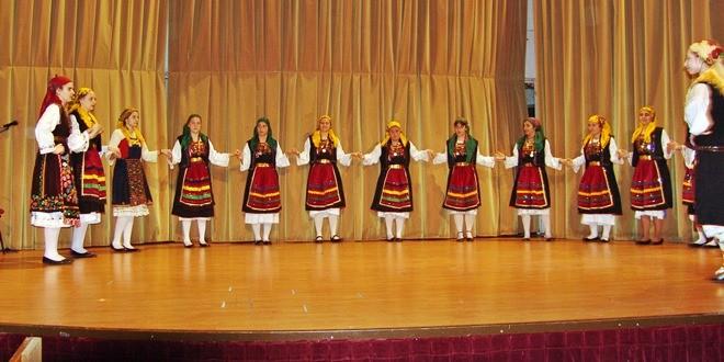 Χορεύοντας με την παράδοση