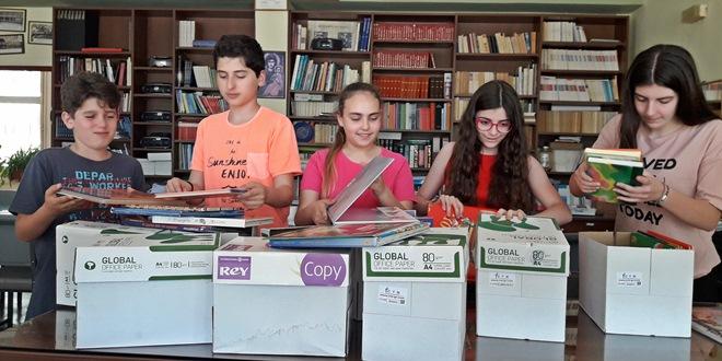 """Χαρίζοντας βιβλία, χαρίζουμε χαμόγελα"""" – Δράση της ομάδας Erasmus+ KA1"""